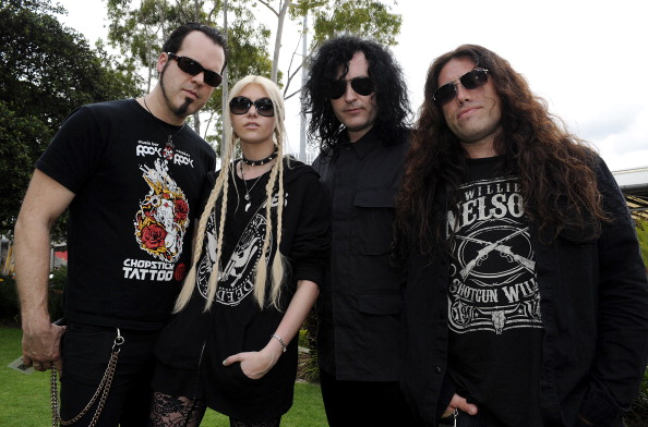 "THE PRETTY RECKLESS: Clip de ""Messed Up World"""