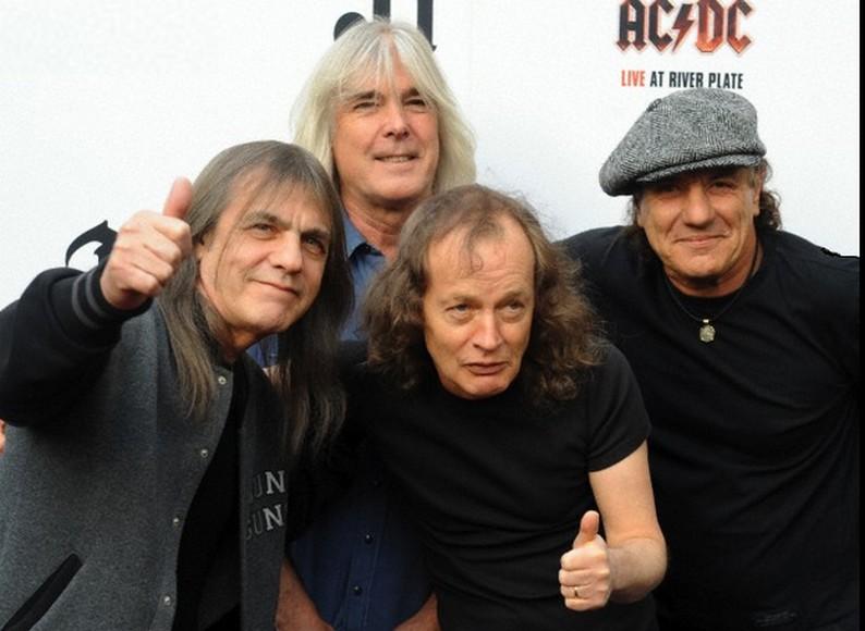 AC/DC LE LIVRE