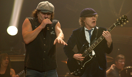 AC/DC NOUVEAU CLIP EN LIGNE