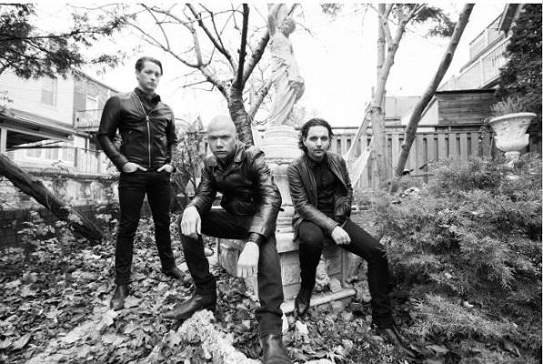 DANKO JONES: Nouveau single «Fists up High»