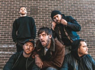WHILE SHE SLEEPS: Vidéo « FAKERS PLAGUE »