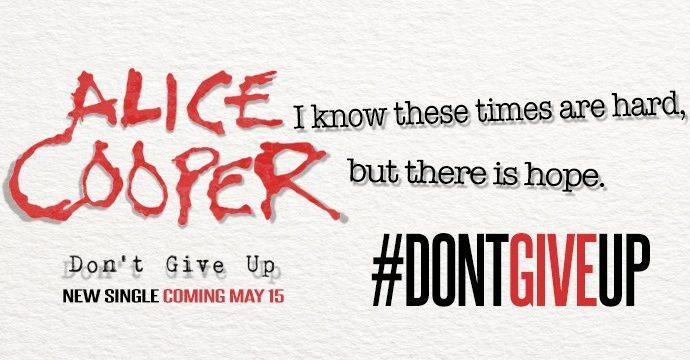"Alice Cooper : nouvelle vidéo ""Don't Give Up"""